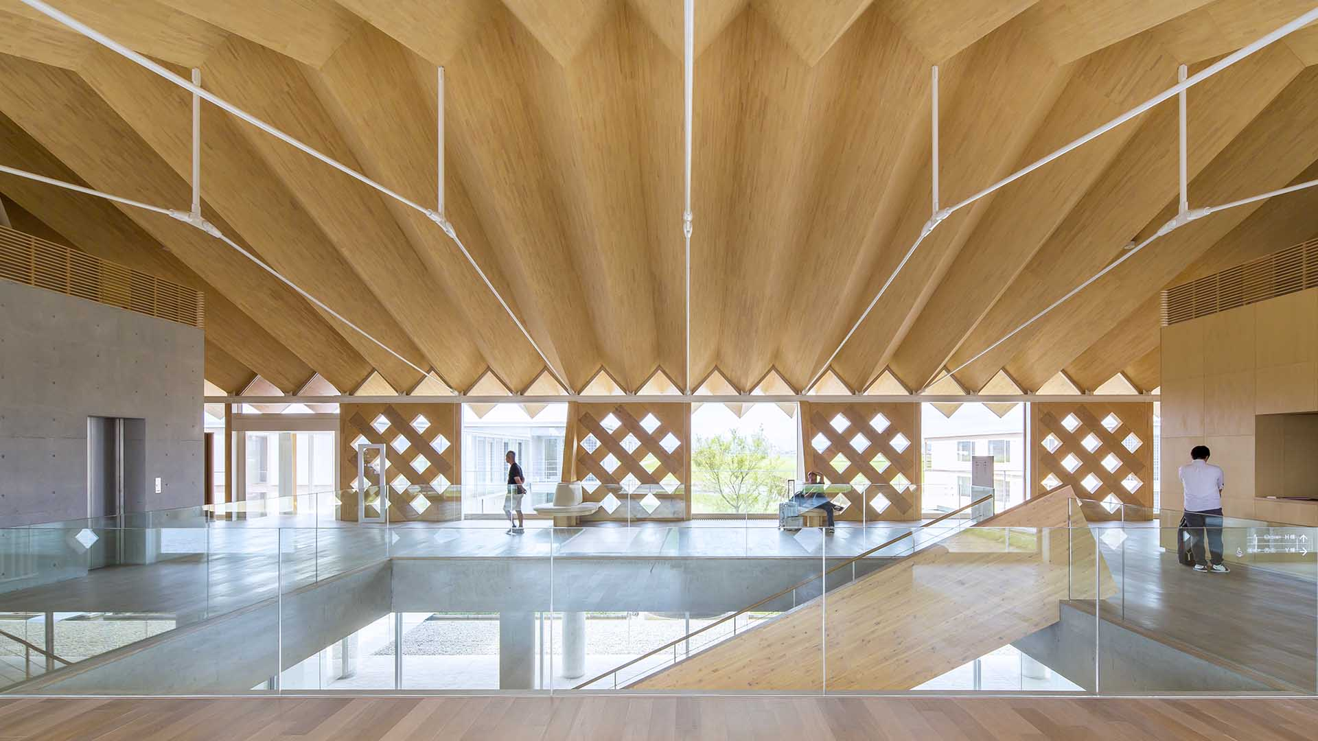 Shigeru Ban comments some of his ideas related to temporary buildings