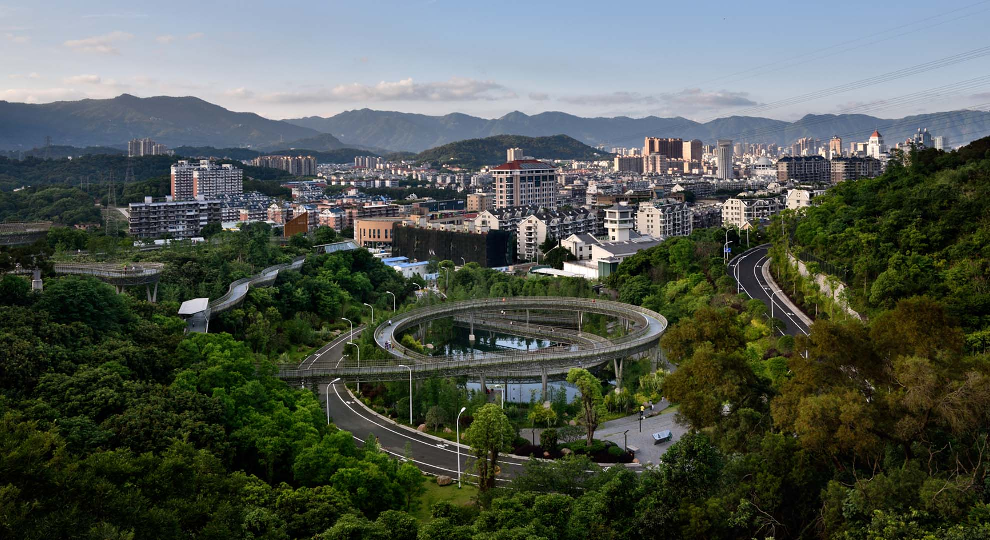 A view of a landscaping work focused on pedestrian movement system: the Trans-Urban Connector in Fuzhou, China