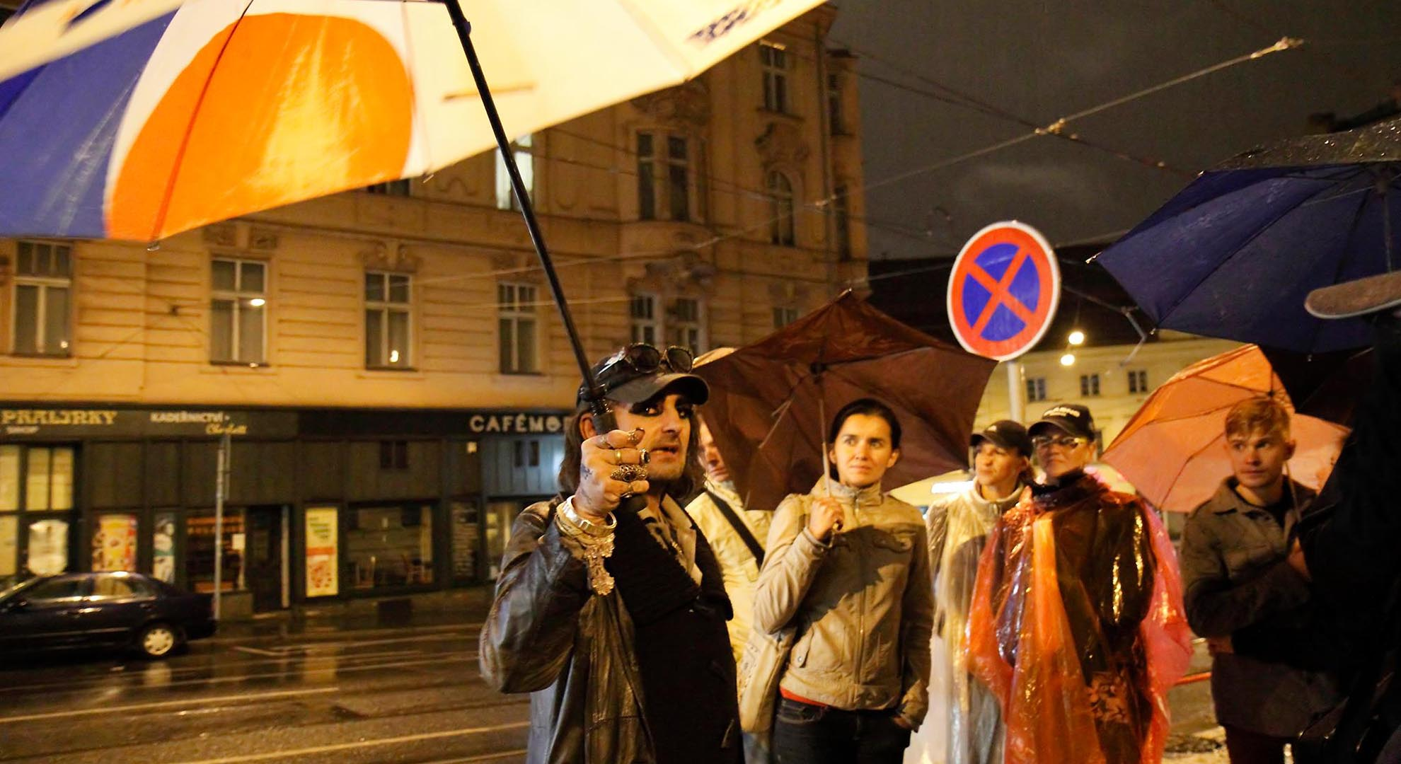 Poverty tourism in Praga. Guided tour by Pragulic