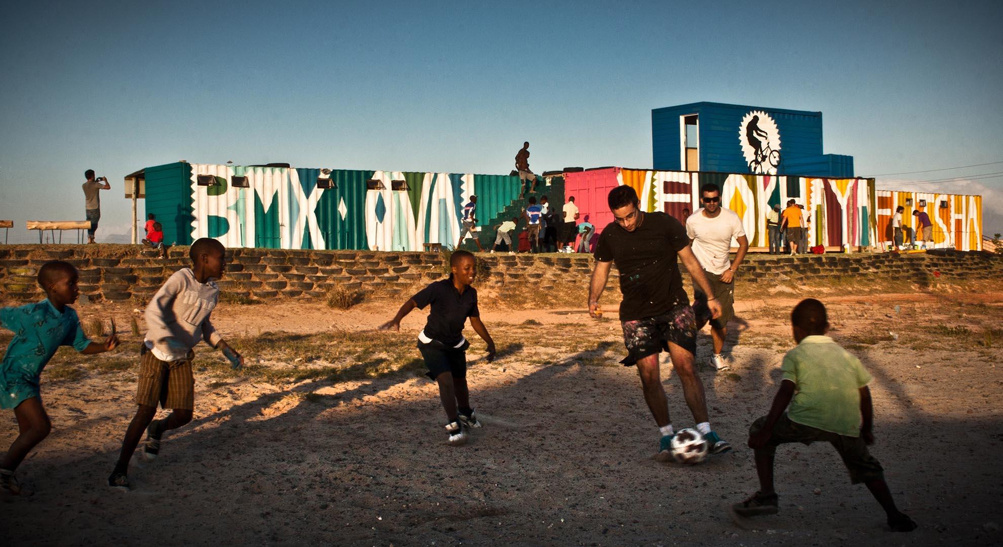 Boa Mistura respects the context in public space.