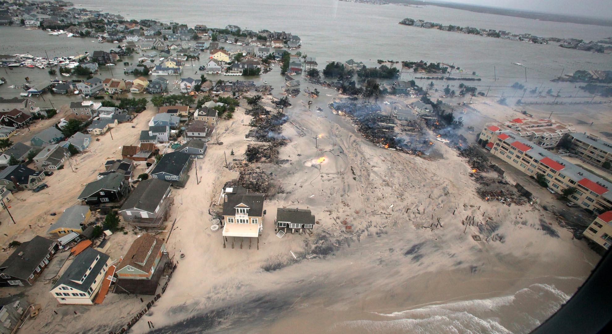 Habitantes de muchos lugares arrasados por fenómenos meteorológicos viven el traslado de la ciudad como una cuestión temporal.