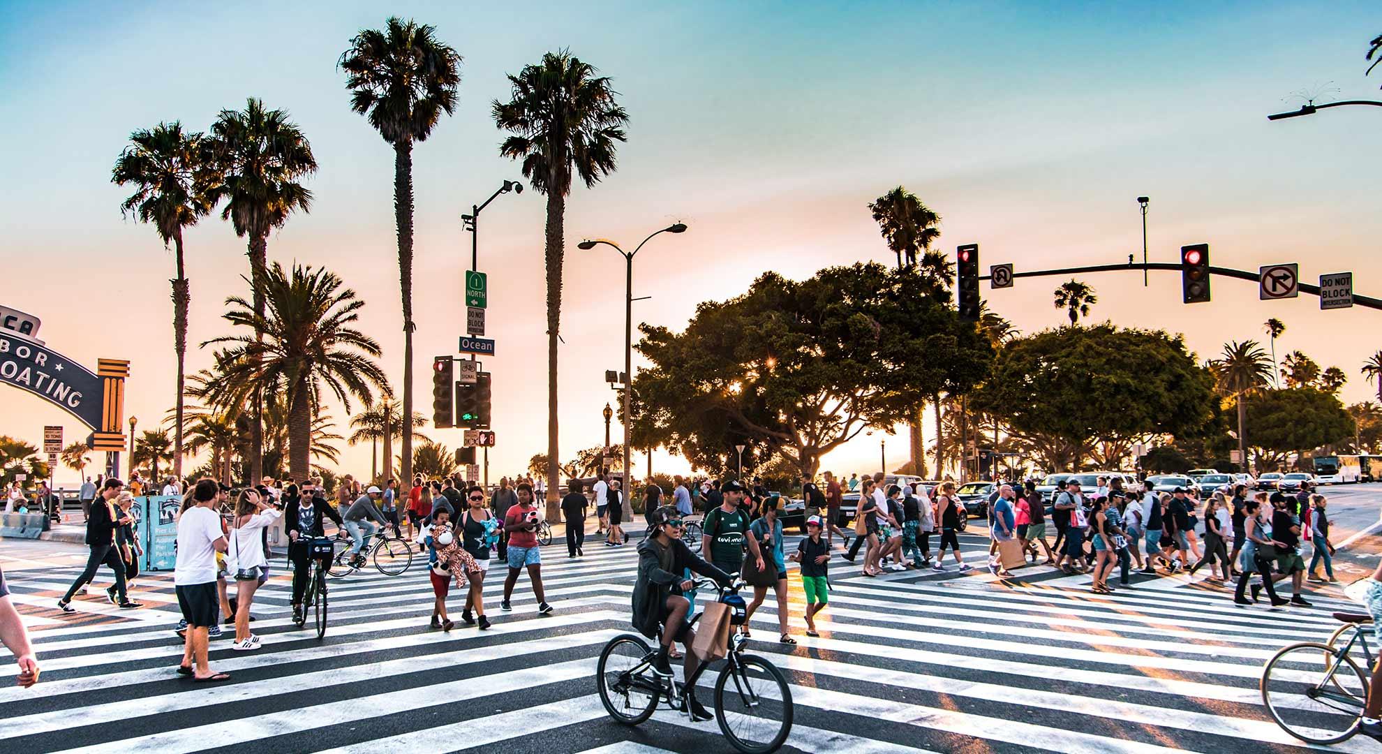 Paso de peatones en el boulevard Santa Mónica