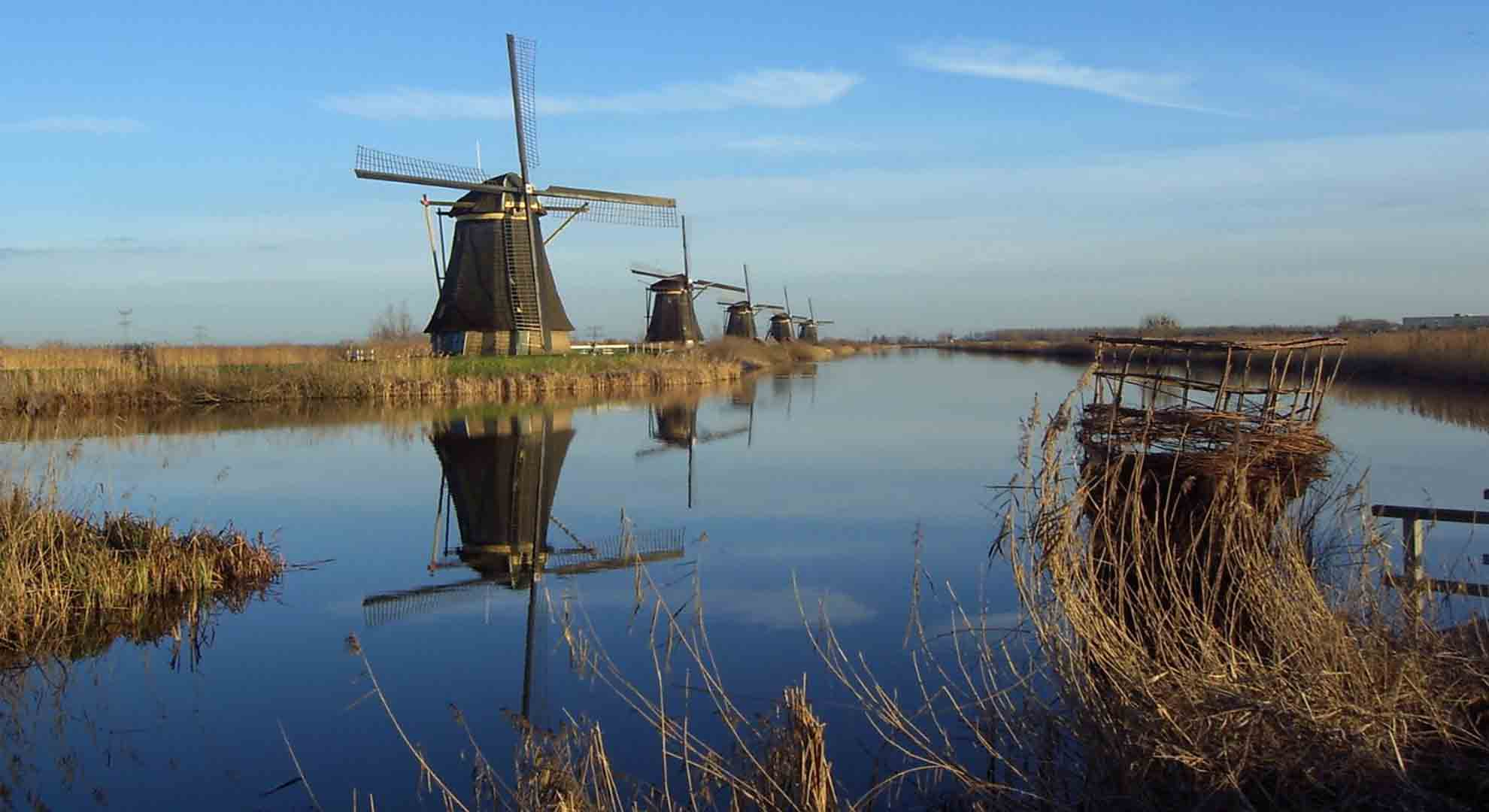Edificios como los antiguos molinos de viento adquieren nuevos usos en la actualidad.